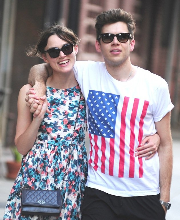 Keira Knightley und James Righton bei einem Stadtbummel (Bild: Getty Images)