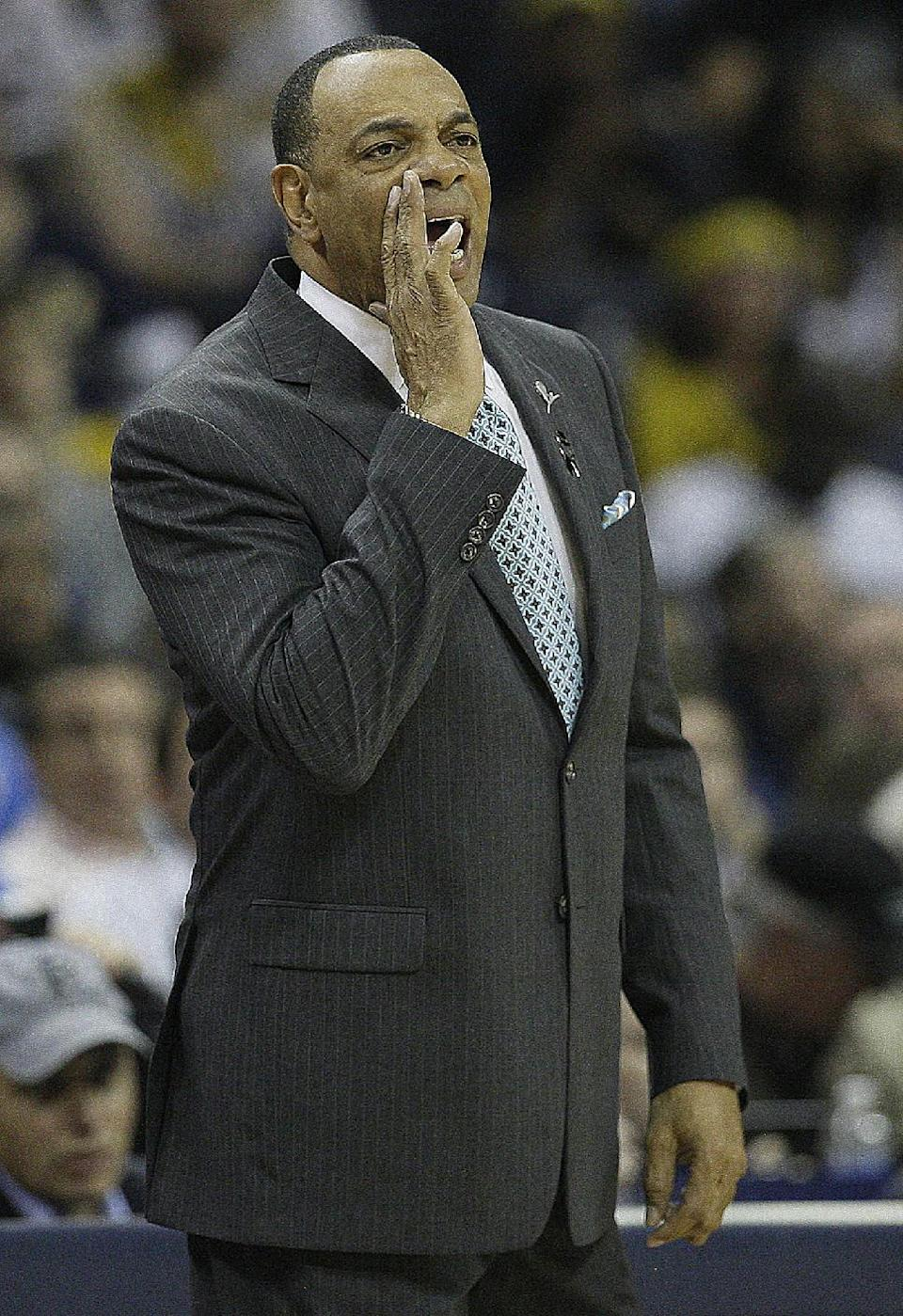 Memphis Grizzlies coach Lionel Hollins calls a play against the Oklahoma City Thunder during the first half of Game 4 in a Western Conference semifinal NBA basketball playoff series in Memphis, Tenn., Monday, May 13, 2013. (AP Photo/Danny Johnston)