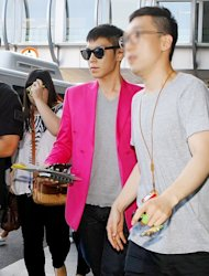 BigBang's TOP wears a pink jacket