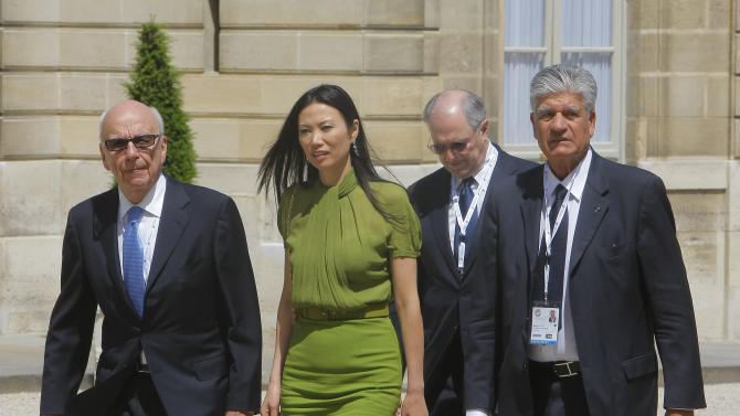 Internet  leaders arrives at the Elysee Palace at their  lunch for opening e-G8 Forum, in Paris. French President Nicolas Sarkozy said Tuesday that governments need to lay down and enforce rules in the digital world- even as they need to foster creativity and economic growth with the Internet. From left, Rupert Murdoch ,Chairman and Chief Executive Officer News Corporation, his wife Wendi, and Maurice Levy,  CEO of Publicis group, right. Man second right not identified   (AP Photo/Jacques Brinon)