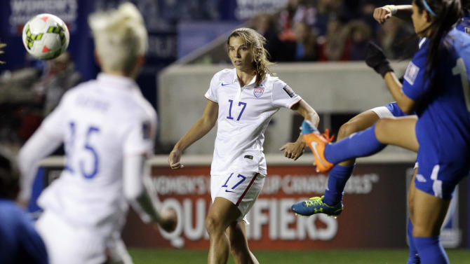 USA's Tobin Heath (17) watches the ball during the first half of  a CONCACAF Women's Championship soccer game against Guatemala on Friday, Oct. 17, 2014, in Bridgeview, Ill. (AP Photo/Nam Y. Huh)