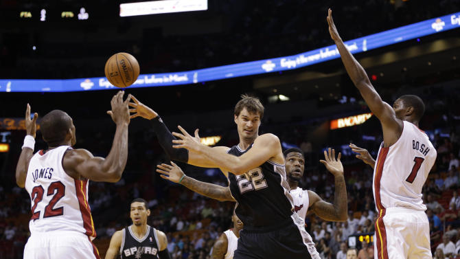 Wade's 25 points lift Heat over Spurs, 121-96