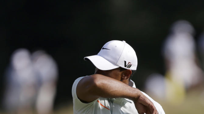 Tiger Woods reacts to a putt on the 12th green during the third round of the U.S. Open golf tournament at Merion Golf Club, Saturday, June 15, 2013, in Ardmore, Pa. (AP Photo/Darron Cummings)