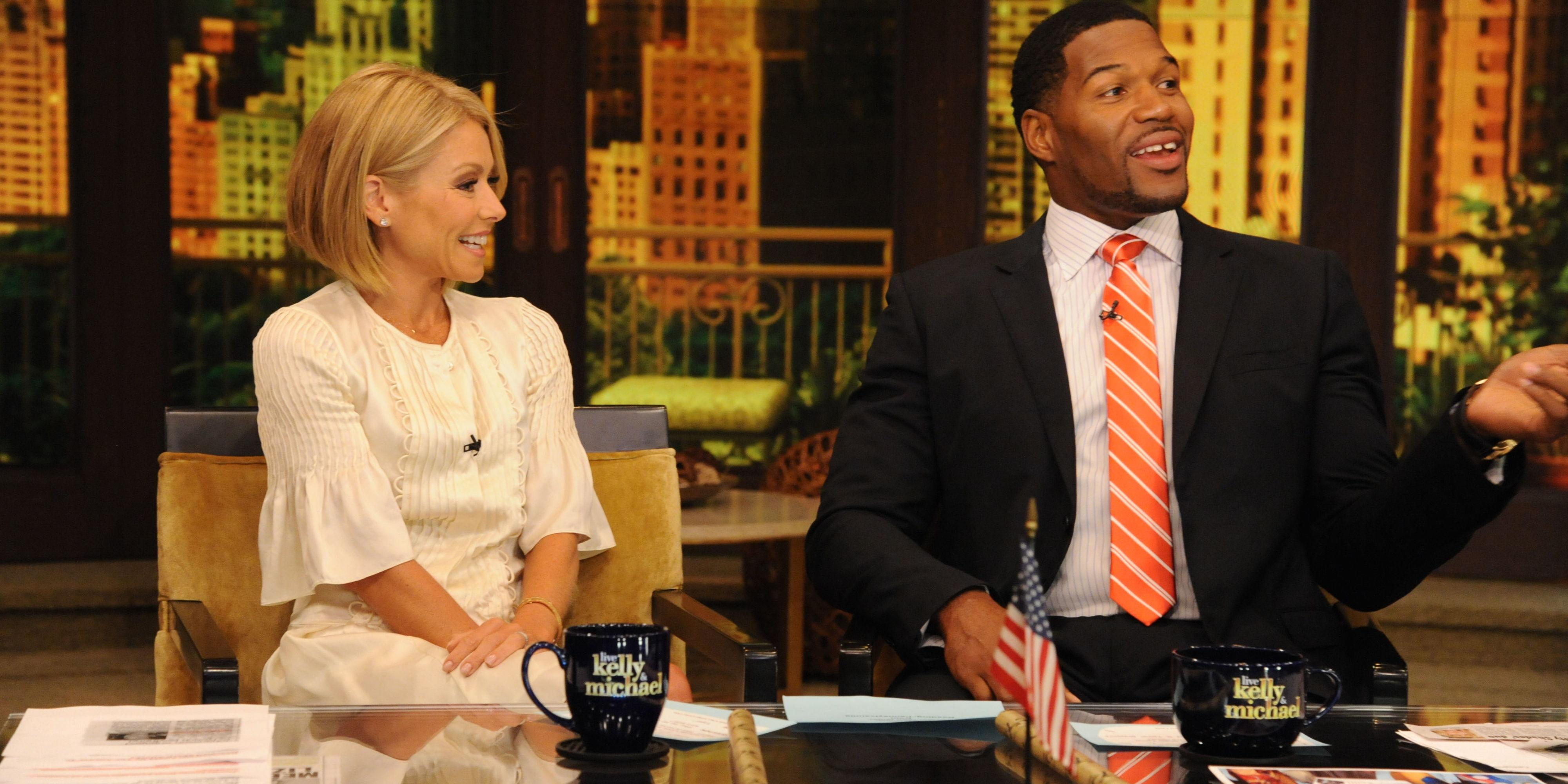 Kelly Ripa Brings Up Michael Strahan's Divorce During Yet Another Awkward 'Live' Moment