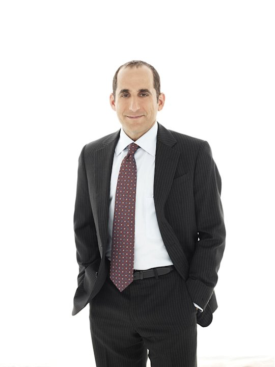 "Peter Jacobson returns as Dr. Chris Taub in season 7 of ""House."""