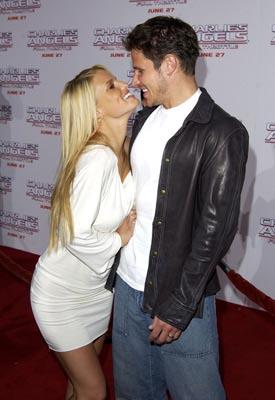 Premiere: Jessica Simpson and Nick Lachey at the LA premiere of Columbia's Charlie's Angels: Full Throttle - 6/18/2003