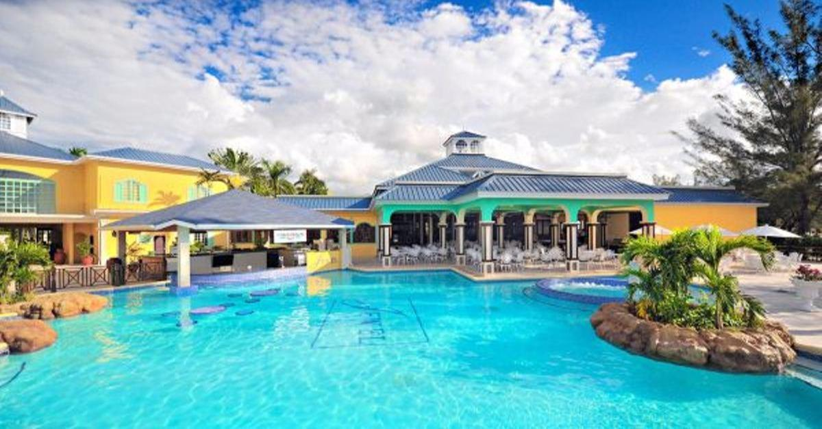 $699 – Jamaica Adults-Only All-Incl. Trip w/Air