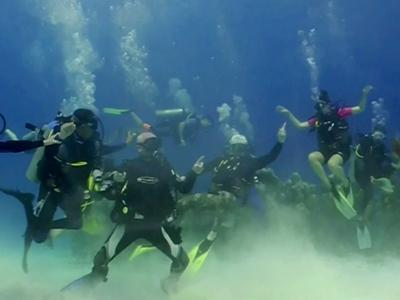 Raw: Scuba Divers Join Harlem Shake Dance Craze