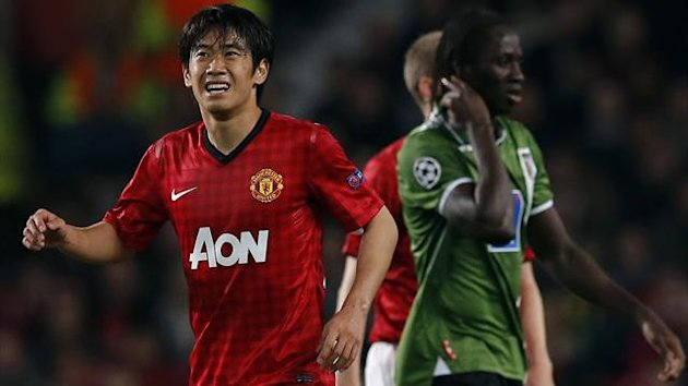 Kagawa favours his knee during Manchester United's Champions League win over Sporting Braga