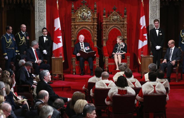 Canada's Governor General David Johnston (center L) delivers the Speech from the Throne in the Senate chamber on Parliament Hill in Ottawa October 16, 2013. REUTERS/Blair Gable (CANADA - Tags: POLITICS)
