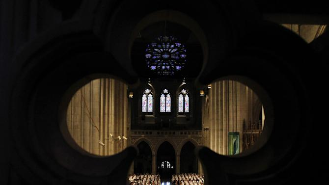 The congregation listens to a reading at the Washington National Cathedral, in Washington, Thursday, Sept. 13, 2012, during a national memorial service for the first man to walk on the moon, Neil Armstrong.  (AP Photo/Ann Heisenfelt)