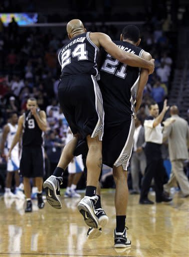 Duncan lifts Spurs past Hornets, 104-102