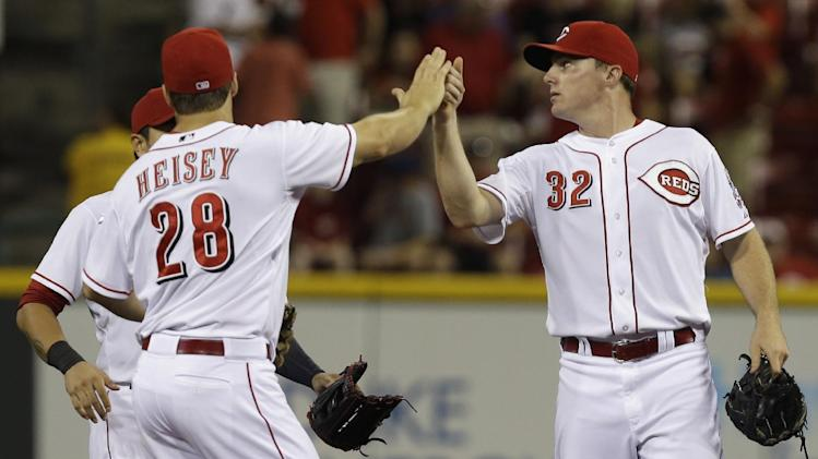 Votto drives in 2, Reds beat Padres 7-2
