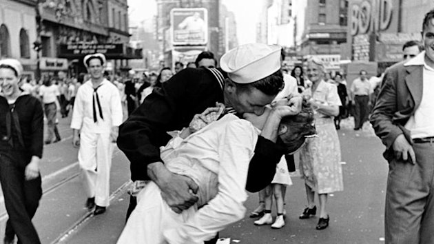 Book Names Iconic Times Square Kissing Couple From World War II (ABC News)