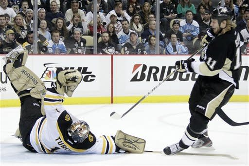 Penguins beat Bruins 5-2 for ninth straight win