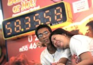 Thai couple smooch to a new world record