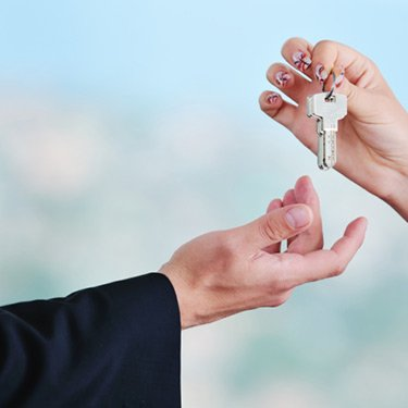 New-home-keys-being-handed-over_web