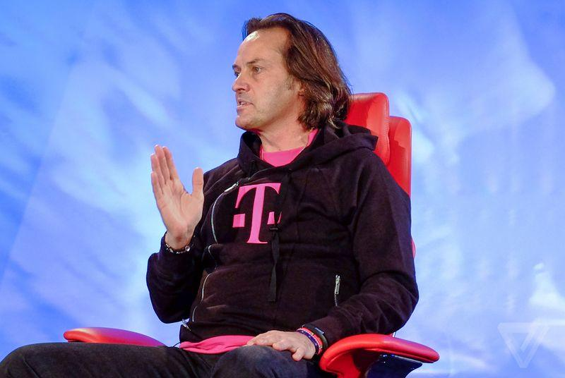 T-Mobile tempts Verizon customers by lending them phones for free trials