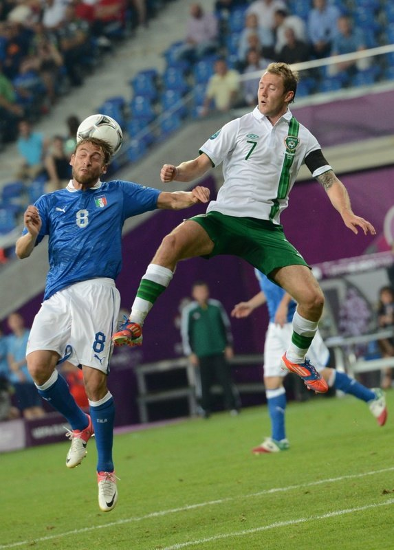 Italian Midfielder Claudio Marchisio (L) Vies AFP/Getty Images
