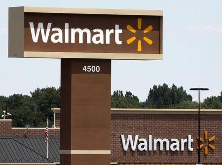 Wal-Mart shuffles U.S. store management to improve sales