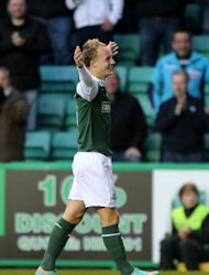 Leigh Griffiths celebrates scoring the Hibs winner