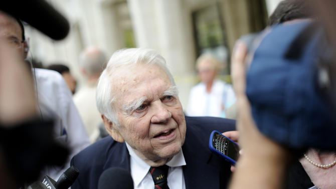 """FILE - In this Aug. 9, 2009 file photo, 60 Minutes' Andy Rooney, center leaves the Celebration of Life Memorial ceremony for Walter Cronkite at Avery Fisher Hall in New York. CBS says former """"60 Minutes"""" commentator Andy Rooney died Friday, Nov. 4, 2011, at age 92. (AP Photo/Stephen Chernin, File)"""