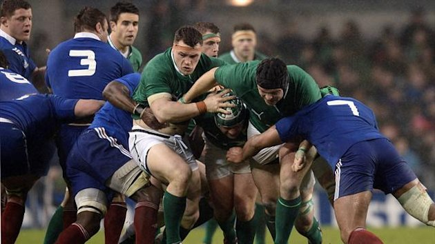 eland's tight head prop Mike Ross (C) runs during the Six Nations international rugby union match between Ireland and France at Aviva Stadium in Dublin  (AFP)