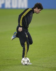 Chelsea's Oscar attends a training session at the Juventus stadium in Turin November 19, 2012. Chelsea will face Juventus in a Champions League soccer match on Tuesday. REUTERS/Tony Gentile (ITALY - Tags: SPORT SOCCER)
