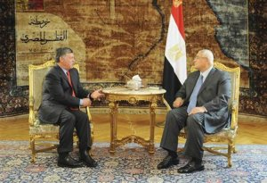 Egypt's interim President Mansour speaks with Jordan's King Abdullah during meeting at El-Thadiya presidential palace in Cairo