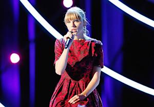 Taylor Swift Cries at Emotional Stand Up to Cancer Performance