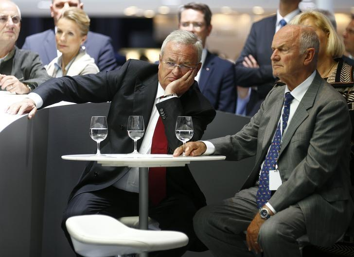 Volkswagen CEO survives challenge from powerful chairman