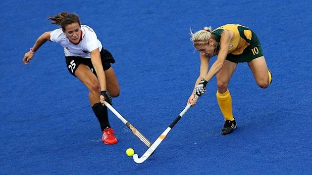 Germany's Janne Mueller-Wieland (L) and South Africa's Shelley Russell (R)