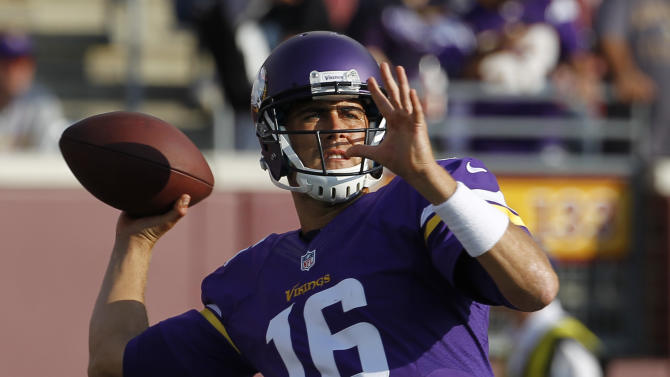Crisp Cassel, Vikings beat Raiders 10-6