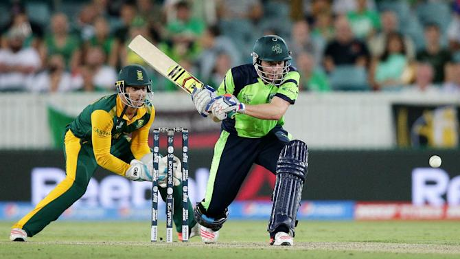 Ireland's Andrew Balbirnie looks to hit the ball as South Africa's wicketkeeper Quinton De Kock, left, watches during their Cricket World Cup Pool B match in Canberra, Australia, Tuesday, March 3, 2015. (AP Photo/Rob Griffith)