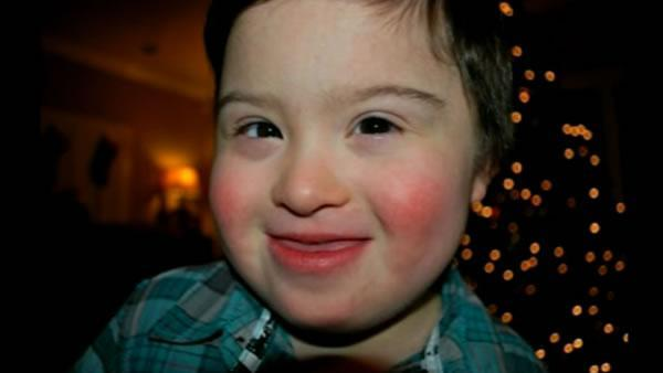 Houston waiter stands up for special needs child