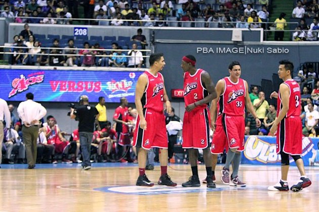 Aces Sonny Thoss, Roebrt Dozier, Tony Dela Cruz and Cyrus Baguio. (Nuki Sabio/PBA Images)