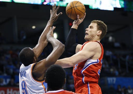 Paul's layup lifts Clippers past Thunder, 100-98