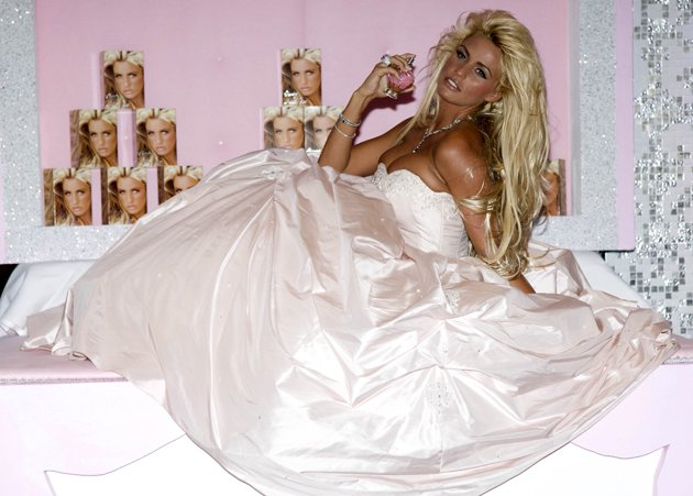 In 2007, Katie launched her first perfume. She went for a fairy-tale look with a massive, dream-like dress.