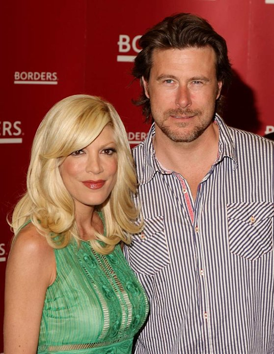 "Tori Spelling and husband Dean McDermott attend a book signing of ""Mommywood"" by Tori Spelling at Borders Books, Columbus Circle on April 17, 2009 in New York City."