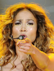 Jennifer Lopez remembers Selena at Texas concert