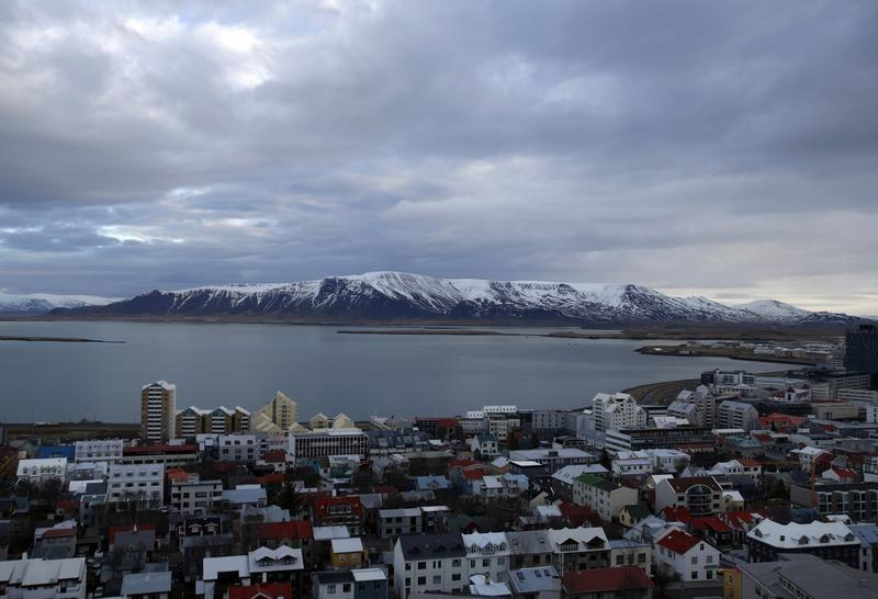 Iceland to introduce bill to lift capital controls this week