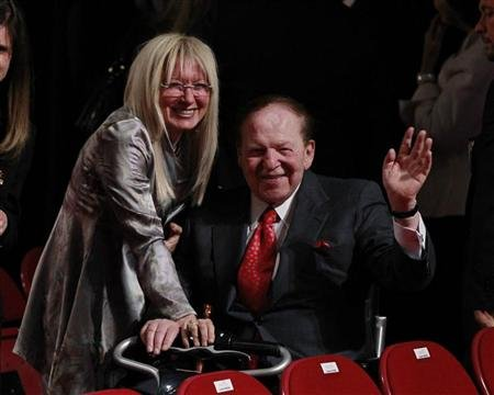 Billionaire Adelson, wife give new  million to Romney