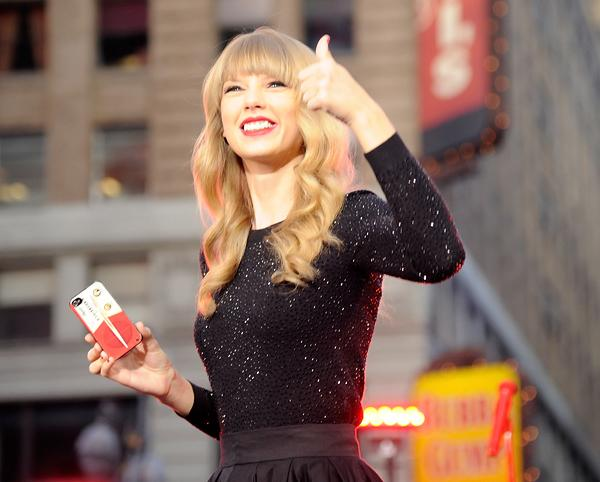On the Charts: Taylor Swift Hits a Million Without Sales Tricks