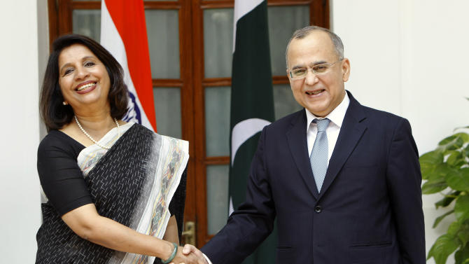 Indian Foreign Secretary Nirupama Rao, left, shakes hands with her Pakistani counterpart Salman Bashir before a meeting in New Delhi, India, Tuesday, July 26, 2011. Top Indian and Pakistani officials began talks in New Delhi on Tuesday against the backdrop of a recent terror attack that killed 20 people in India's financial capital. (AP Photo/Gurinder Osan)