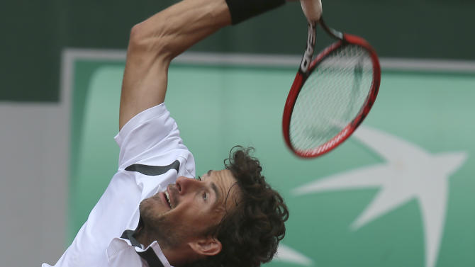 Netherlands' Robin Haase serves in the first round match of the French Open tennis tournament against Croatia's Marin Cilic at the Roland Garros stadium, in Paris, France, Tuesday, May 26, 2015. (AP Photo/David Vincent)