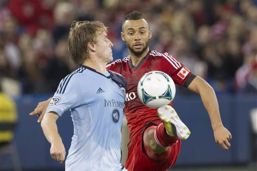 Earnshaw scores twice, Toronto FC top Sporting KC