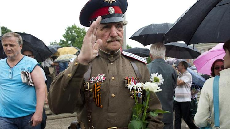 """A veteran Cossack poses following an oath-taking ceremony for new army recruits of the self-proclaimed """"Donetsk People's Republic"""" on Lenin Square in Donetsk, June 21, 2014"""
