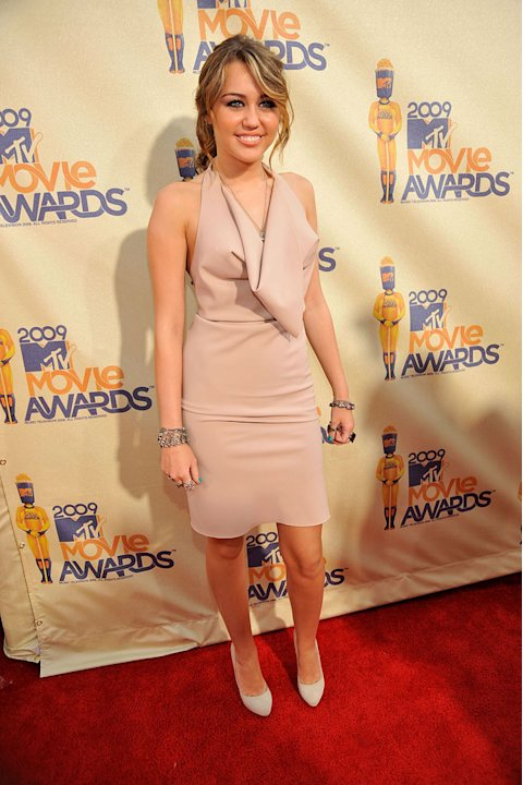 Miley Cyrus arrives at the 2009 MTV Movie Awards held at the Gibson Amphitheatre on May 31, 2009 in Universal City, California.