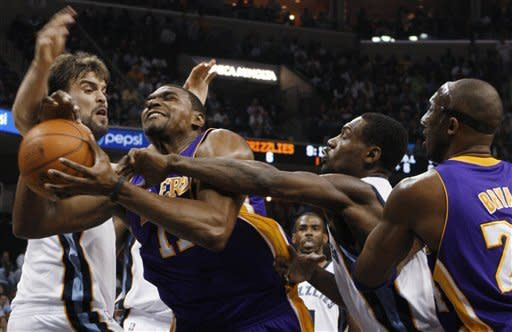 Bynum, Bryant help Lakers beat Grizzlies in 2 OTs