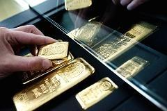 Gold Nears $1,300, but Analysts Say It's Not a 'Buy'